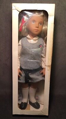 Sasha Serie Doll Blonde School Grey Jumper England Box Haircare Booklet