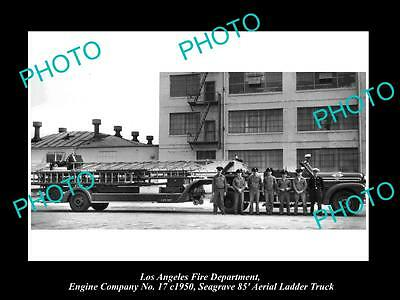 OLD HISTORIC PHOTO OF LOS ANGELES FIRE DEPARTMENT, THE No 17 LADDER TRUCK c1950