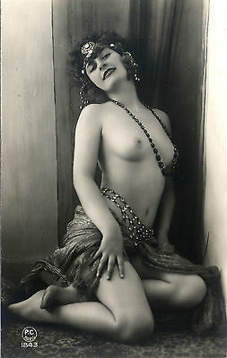 1100 Vintage Large Size  Risque Images of WOMEN  on DVD