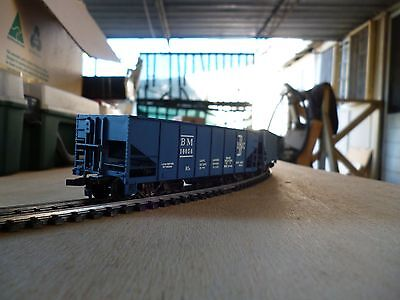 model trains HO carriages hoppers and caboose