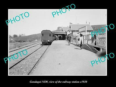 OLD LARGE HISTORIC PHOTO OF GUNDAGAI NSW, VIEW OF THE RAILWAY STATION c1930