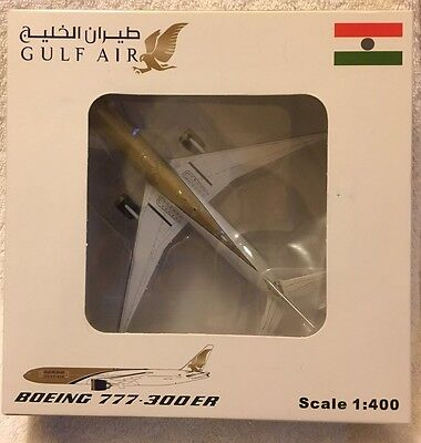 Boeing 777-300 ER Gulf Air ( Scale 1:400 )