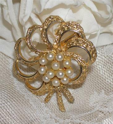 Lovely Vintage Faux Pearl & Gold Tone Floral Bouquet Brooch/pin