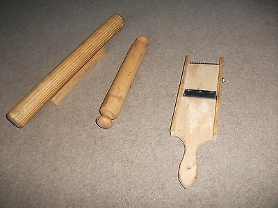 4 x  WOODEN ITEMS OF VINTAGE KITCHENALIA ROLLING PINS AND STANDS GRATER