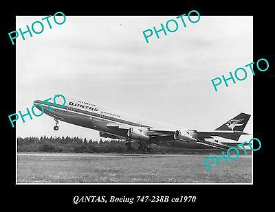 OLD LARGE HISTORIC PHOTO OF QANTAS AIRLINES BOEING 747 ca 1970