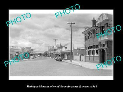 OLD LARGE HISTORIC PHOTO OF TRAFALGAR VICTORIA, THE MAIN St & STORES c1960