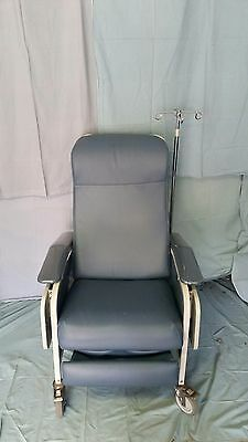Winco 653, 3 Position Clinical/Hospital Recliner w/ Side Tables