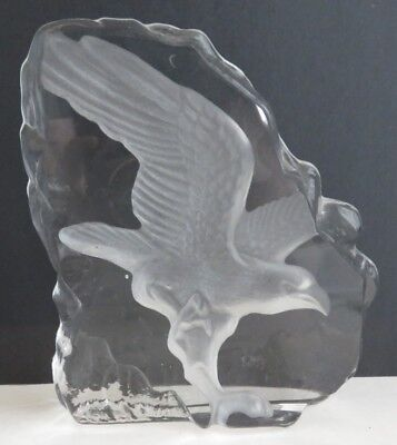 Eagle Carved Glass Paperweight Display                    (Inv11215)