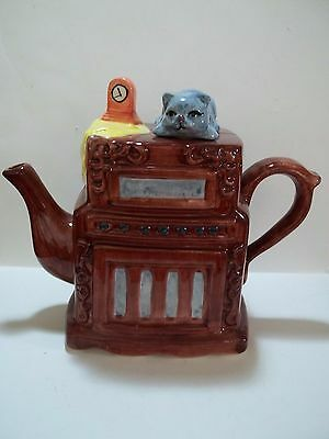 Cat Teapot ~ Cat on Top of Old-Fashioned Radio ~ Cat Collectible