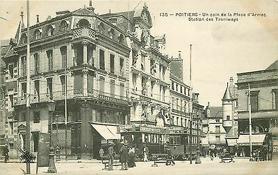 New Cpa 86 POITIERS. Station des Tramways Place d'Armes. Pharmacie Centrale