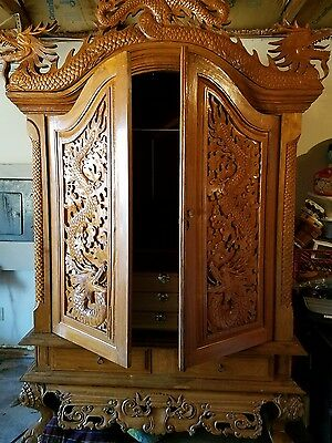 Dragon hardcarved maple armoire/wardrobe! Game of Thrones season 3 included!