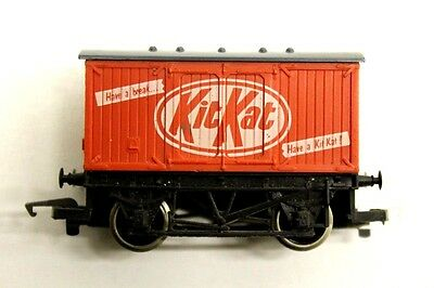 Hornby Kit Kat Van Freight Wagon Rolling Stock OO Gauge Collectable J1