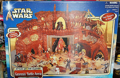 Star Wars Attack Of The Clones Geonosis Battle Arena w/ Hanger & Droid Factory