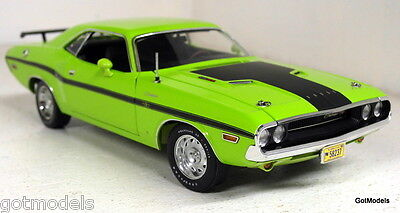 Highway 61 1/24 Scale 50769 1970 Dodge Challenger R/T Sublime Diecast Model Car