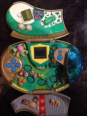 2003 Neopets Handheld Electronic  Game With 3 Figures