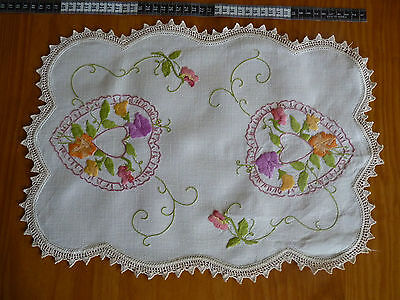 SWEETPEAS & SWEETHEARTS Hand Embroidered Table Centre on Fine Linen VINTAGE
