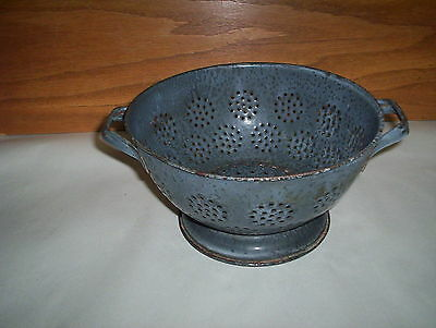 "Antique Gray Graniteware Colander Strainer : (8 1/2"" by 5 3/4""  by 4 1/2"" Tall)"