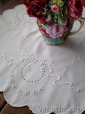 """Large Very FINE LINEN Whitework Lace Bows CentePiece DOILY 31"""" x 29 1/4"""""""