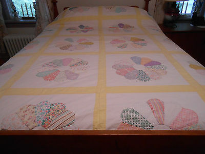 Vintage Quilt In Dresden Plate Pattern, Good Condition, Circa 1920