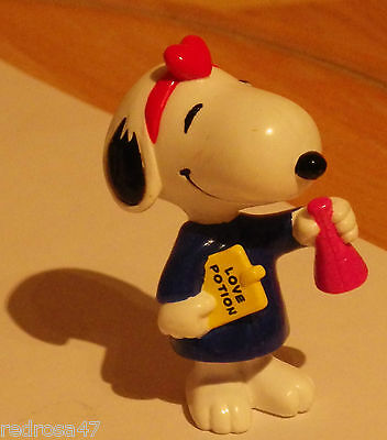 *MINT*NEVERPLAYED with*** PEANUTS LOVE POTION SNOOPY FIGURE DOG CHARLIE BROWN **
