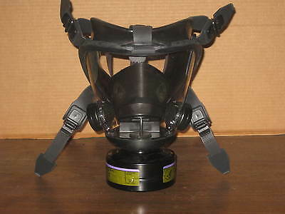 Survivair 7630 Opti-Fit Gas Mask Size Medium With Nosh Model 1688 Canister