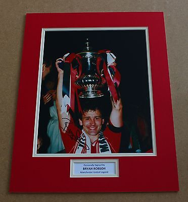 Bryan Robson Manchester United HAND SIGNED Autograph Photo Mount + COA PROOF