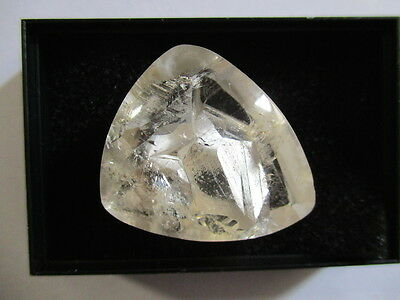 QUARTZ WITH MANIFESTATION INCLUSIONS 71Ct  MF8621