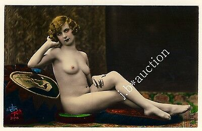 RECLINING NUDE WOMAN / LIEGENDE NACKTE * Vintage 20s Tinted Risque Photo PC #1