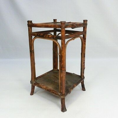 H842: Japanese tasty bamboo display stand with good style.
