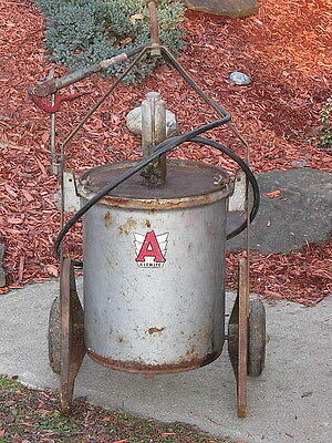 Vintage Alemite Manual Grease Bucket Pump Service Station Oil Can Gas