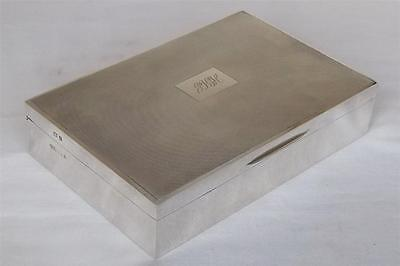 A STUNNING V LARGE STERLING SILVER CIGARETTE CIGAR JEWELLERY BOX 1964 569 grams.