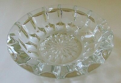 VINTAGE Large 8-1/8 Inch CLEAR ROUND HEAVY GLASS BOWL ASHTRAY Multi-Faceted