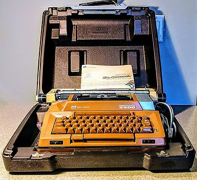 Vintage Smith Corona Coronamatic 2200 SCM ELECTRIC TYPEWRITER w/ Case and 2 Keys