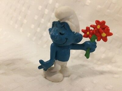 Vintage Smurf With Red Flowers Schleich Peyo Hong Kong 1978.