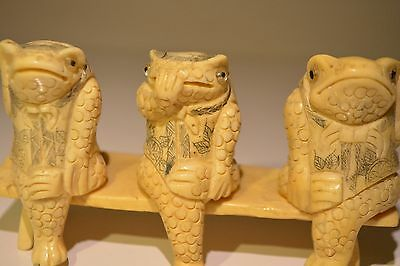 19th Burma hand carved original bone - 3 frogs striped on it