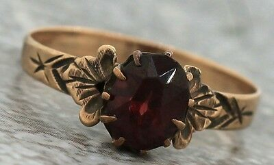 Ladies Antique Victorian 1890s Estate 10K Yellow Gold Ruby Engraved Ring