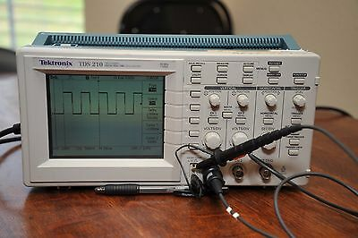 Tektronix TDS 210 Digital Oscilloscope with probe and powercord