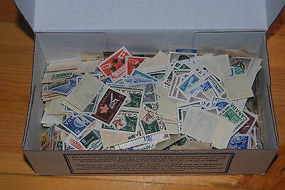 Weeda Canada Small box with 2906 VF MNH 5c stamps, catalogue value $1,000+!