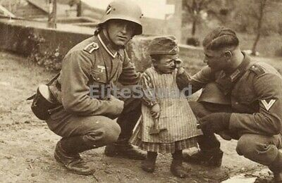 WW2 Photo Two Wehrmacht soldiers comfort a crying Ukrainian girl 619