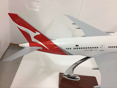 QANTAS DREAMLINER LARGE PLANE MODEL BOEING 787 1:150 SOLD RESIN 2kg 45cm
