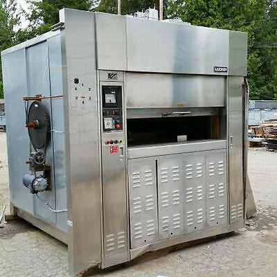 Used LUCKS 240,000 BTU Revolving Tray Gas Oven