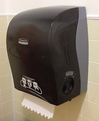 New Kimberly Clark Professional Paper Towel dispenser  #09990-02