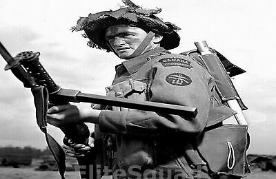 WW2 Photo Royal Canadian Command Soldier with Lanchester machine gun WWII 187