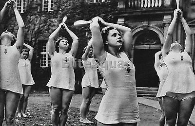 WW2 Photo Young German girls perform calisthenics part of the Mind and Body 631