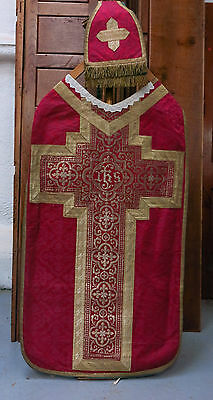 Chasuble Red Damask Silk with Gold Borders and Gold Thread IHS (T)