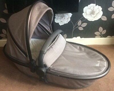 Silver Cross Carrycot Linen Grey With Raincover