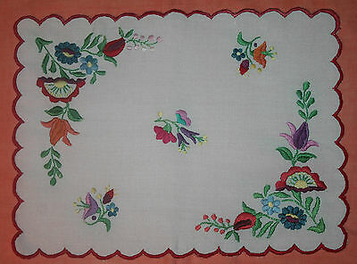 Vintage Rectangle Embroidered Doily With Scalloped Edge
