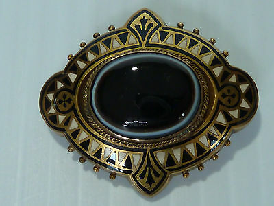 15 Ct Victorian Pin W/ Oval Layered Agate & Bold White & Black Enamel Decoration