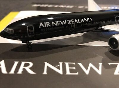 *VERY RARE* Air New Zealand ZK-OKQ 1st Ed Boeing B777-300ER 1:400 Phoenix Model