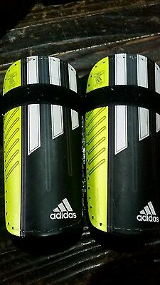 Adidas shin guards - suit soccer CHILDS SMALL